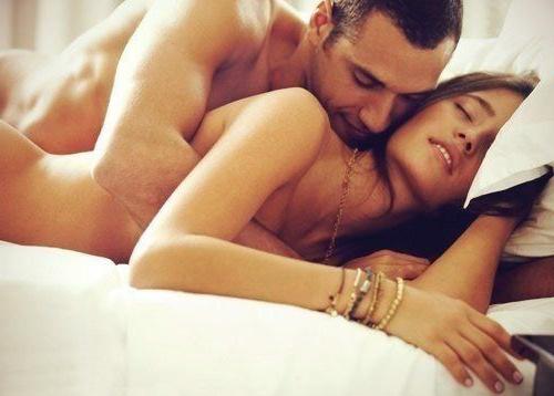 seks-v-postel-domashniy-video
